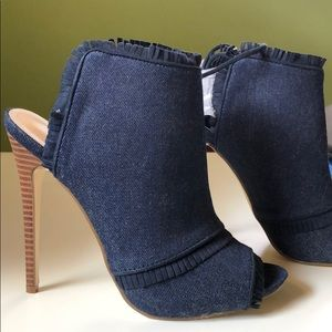 NEVER BEEN WORN Cute denim high heels